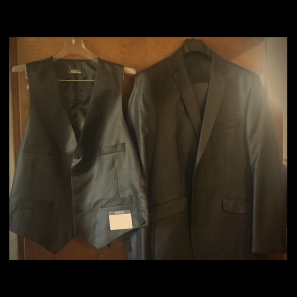 Kenneth Cole Reaction Other - Kenneth Cole reaction 3 piece suit.